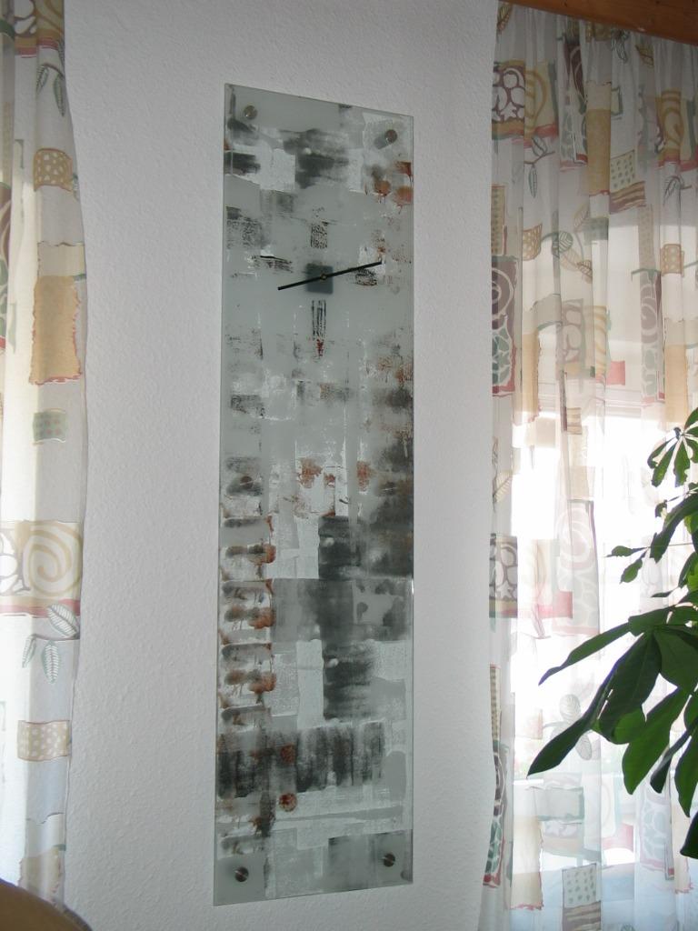 Wandbild als Uhr, bemalt und sangestrahlt