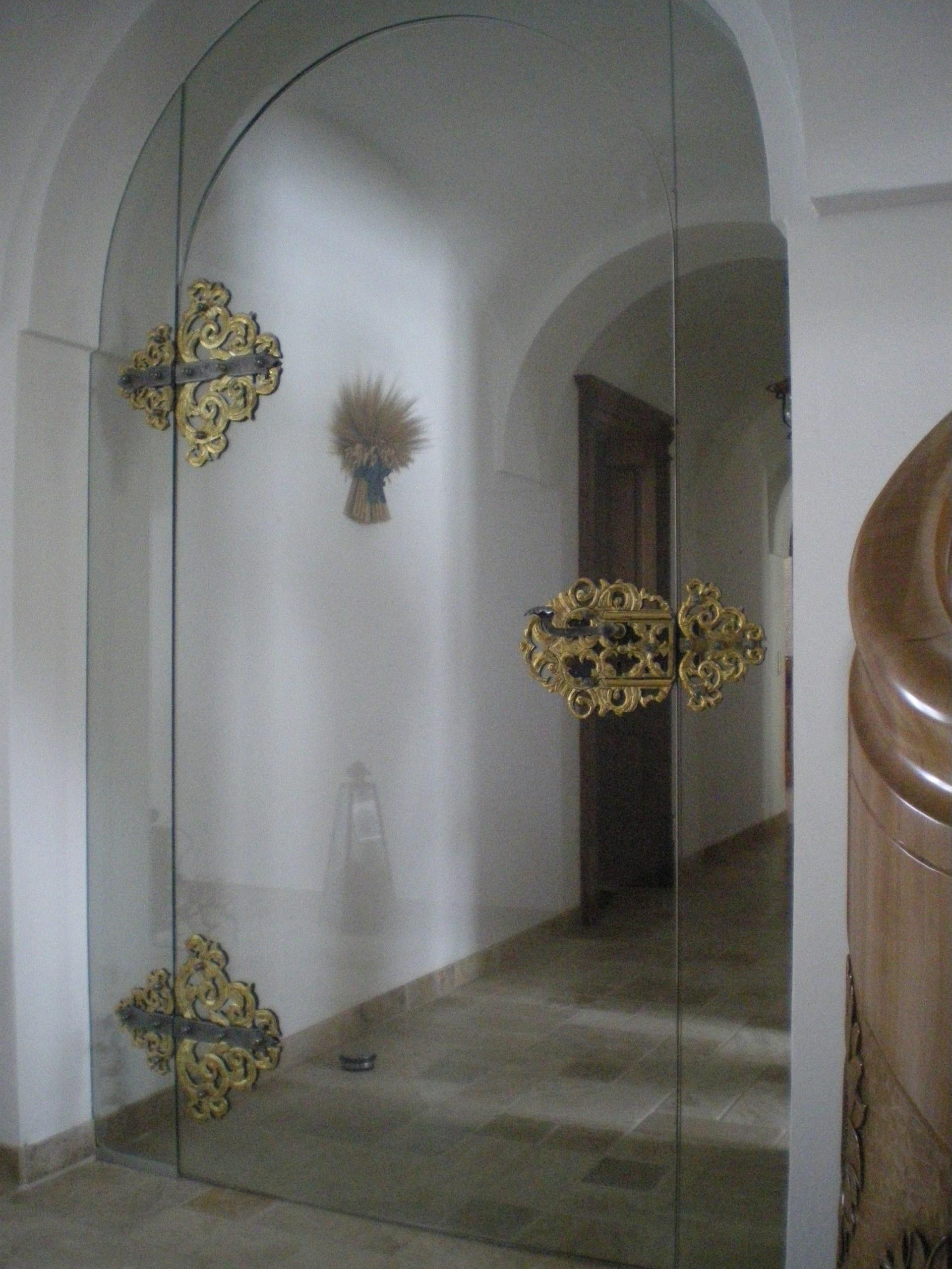 Glastür Klarglas mit geschmiedeten Beschlägen
