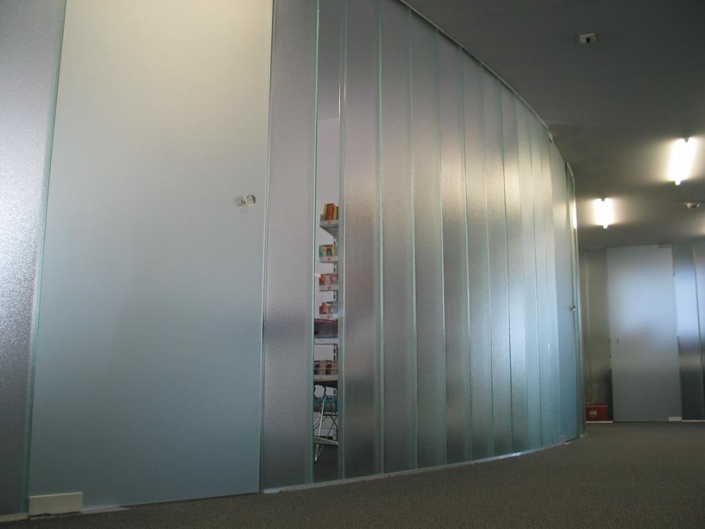 Glaswand Profilbauglas mit Tür Orn. 504 ESG