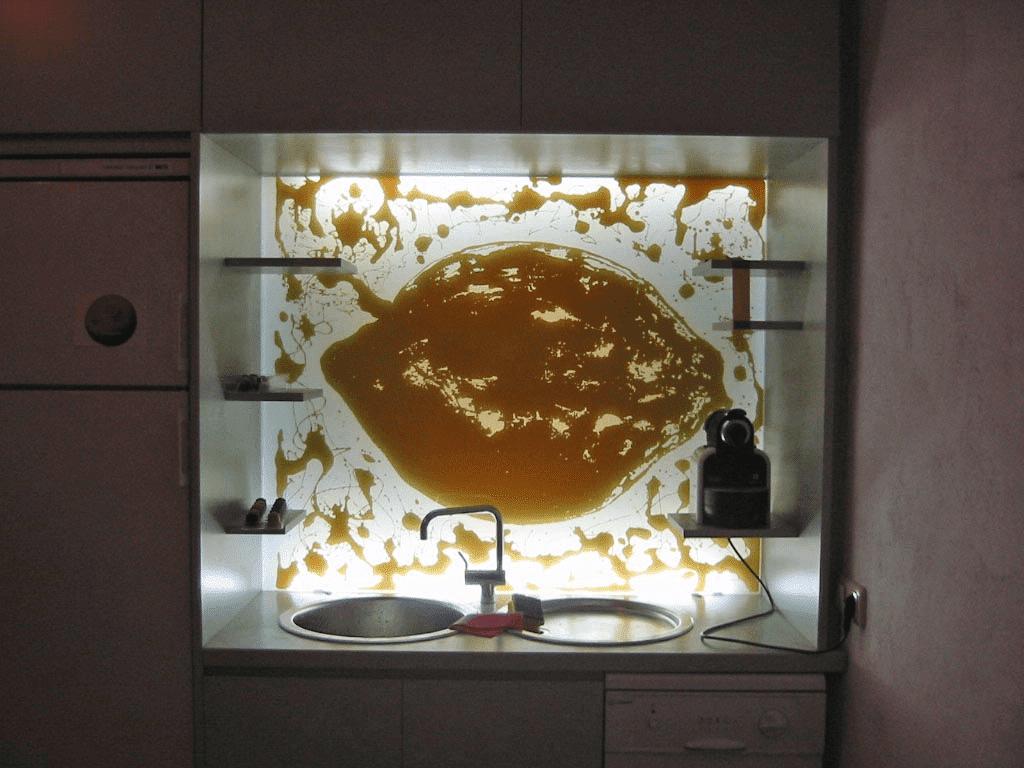 Küchenrückwand lackiert und sandgestrahlt